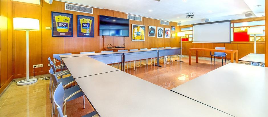 Hotel con sala de conferencias