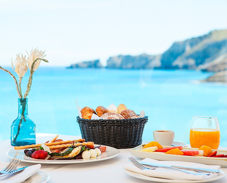 Restaurant with views of Cala Mesquida