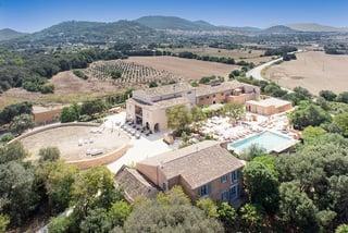 El Hotel Rural Son Jaumell es el único hotel rural en España con estrella Michelín, la del chef Andreu Genestra.