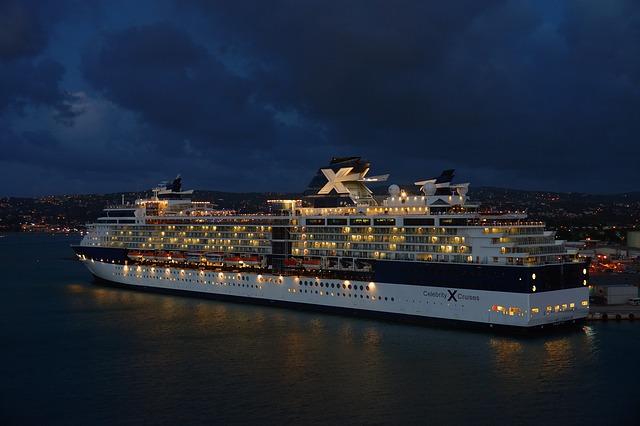 driving-cruise-ship-759796_640.jpg