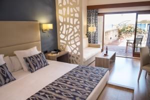 BIN_2014 Junior Suite Sea View Bedroom H-DSF5155