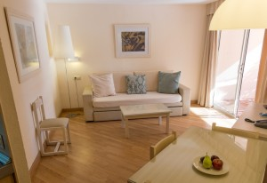 SUN_2014 Apt Royal Terrace Living Room H-DSF7534