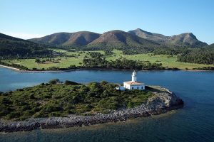 Der Golfplatz Acanada sticht aufgrund seiner Auusichten auf den Leuchtturm heraus