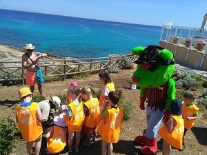 Bufo, the mascot of the Mini Club, accompanies the kids on all the activities for kids