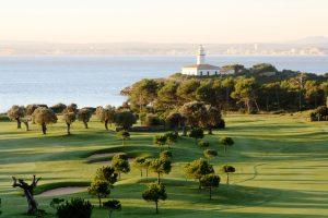 El Club de Golf Alcanada te espera para jugar un torneo de golf y disfrutar de tu estancia en el Vanity Golf
