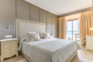 Una de las habitaciones de la zona Selection Club del Hotel Cala Mesquida Resort