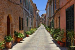 Un paseo por Alcudia para disfrutar de su Banda de Música o paseos teatralizados durante sus fiestas