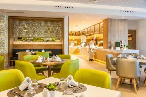 Ein moderner und innovativer Saal um das Restaurant Buffet Caprice zu genießen