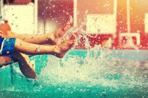 Expresión en mallorquín para cuando te salpiquen en la piscina del hotel