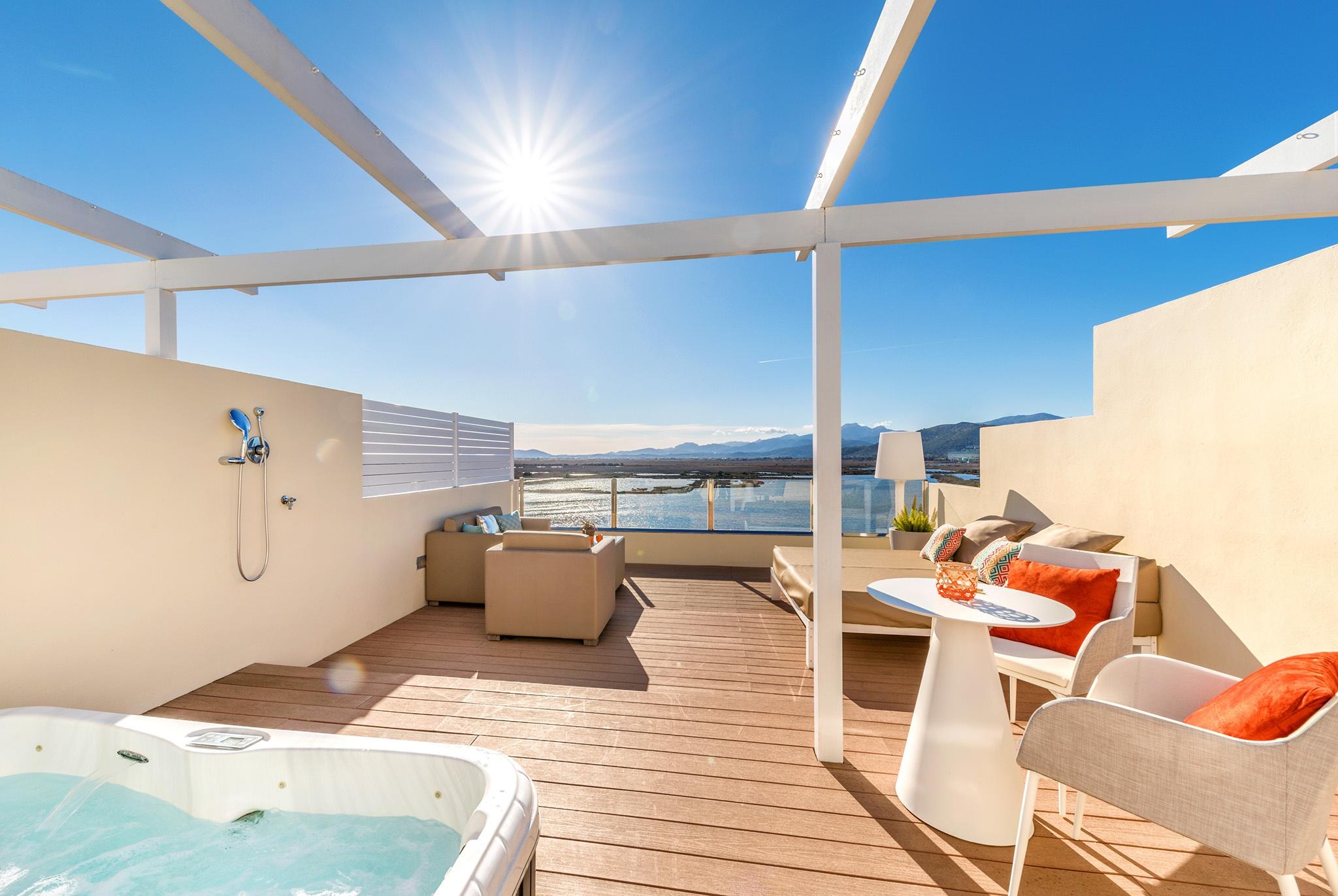roya terrace viva blue3.jpg