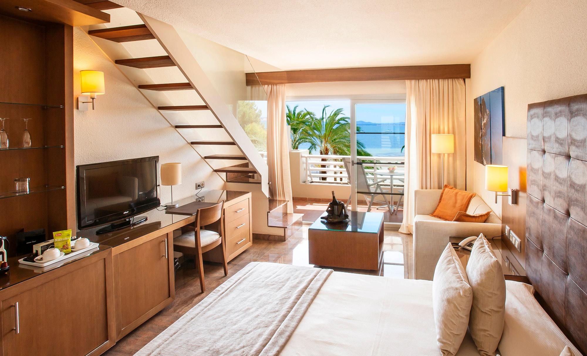 bedroom2 royal terrace vanity golf.jpg