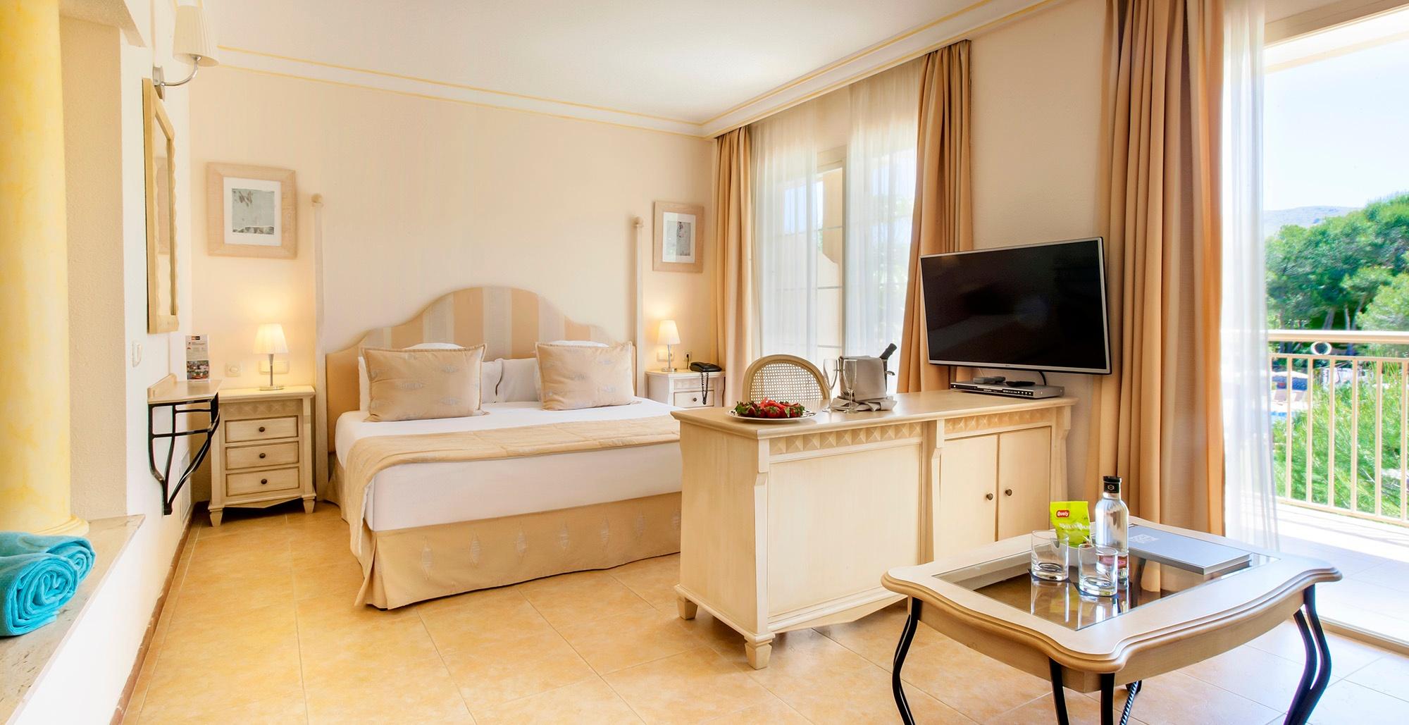 junior suite premium vanity suite .jpg