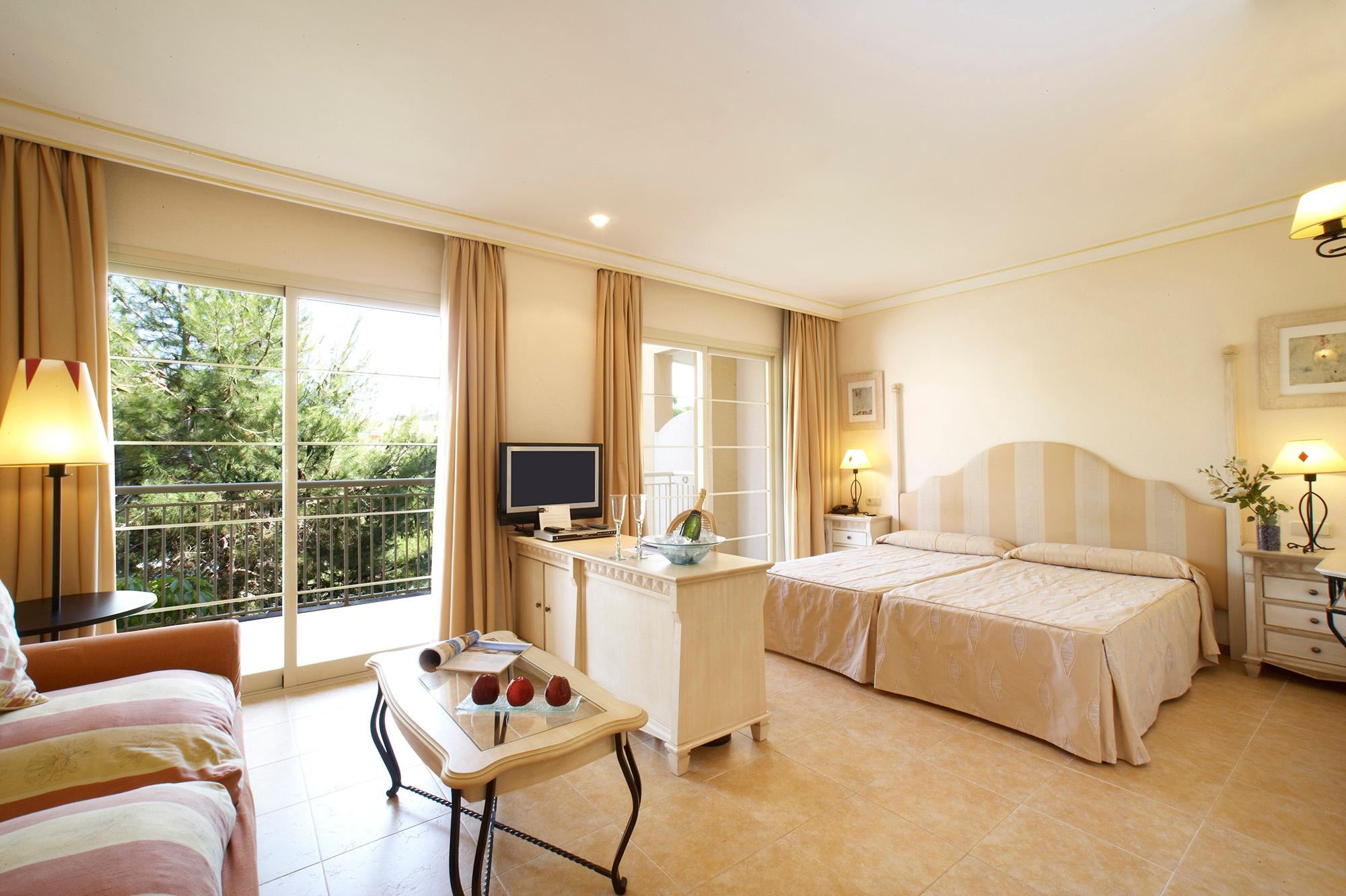 junior suite vanity suite.jpg