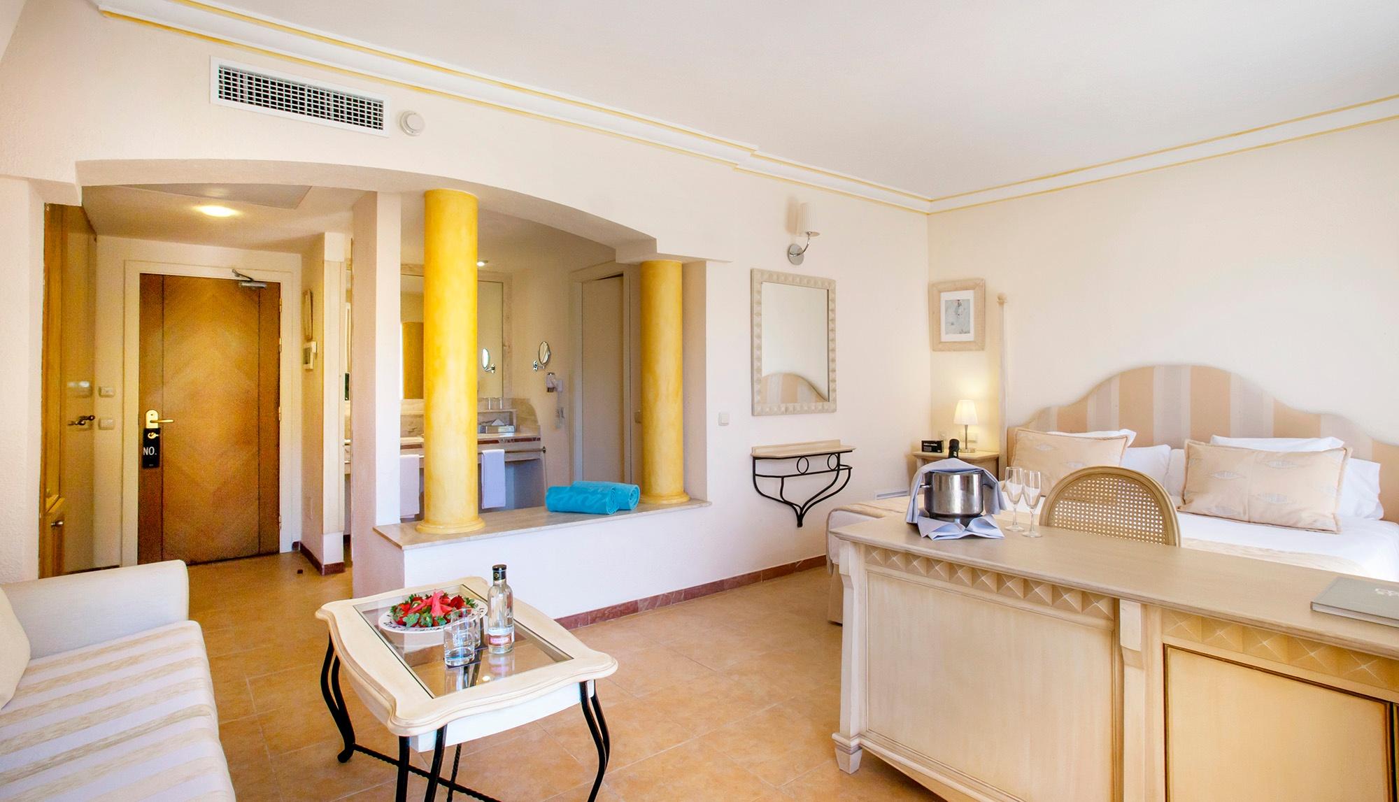 royal terrace vanity suite4.jpg