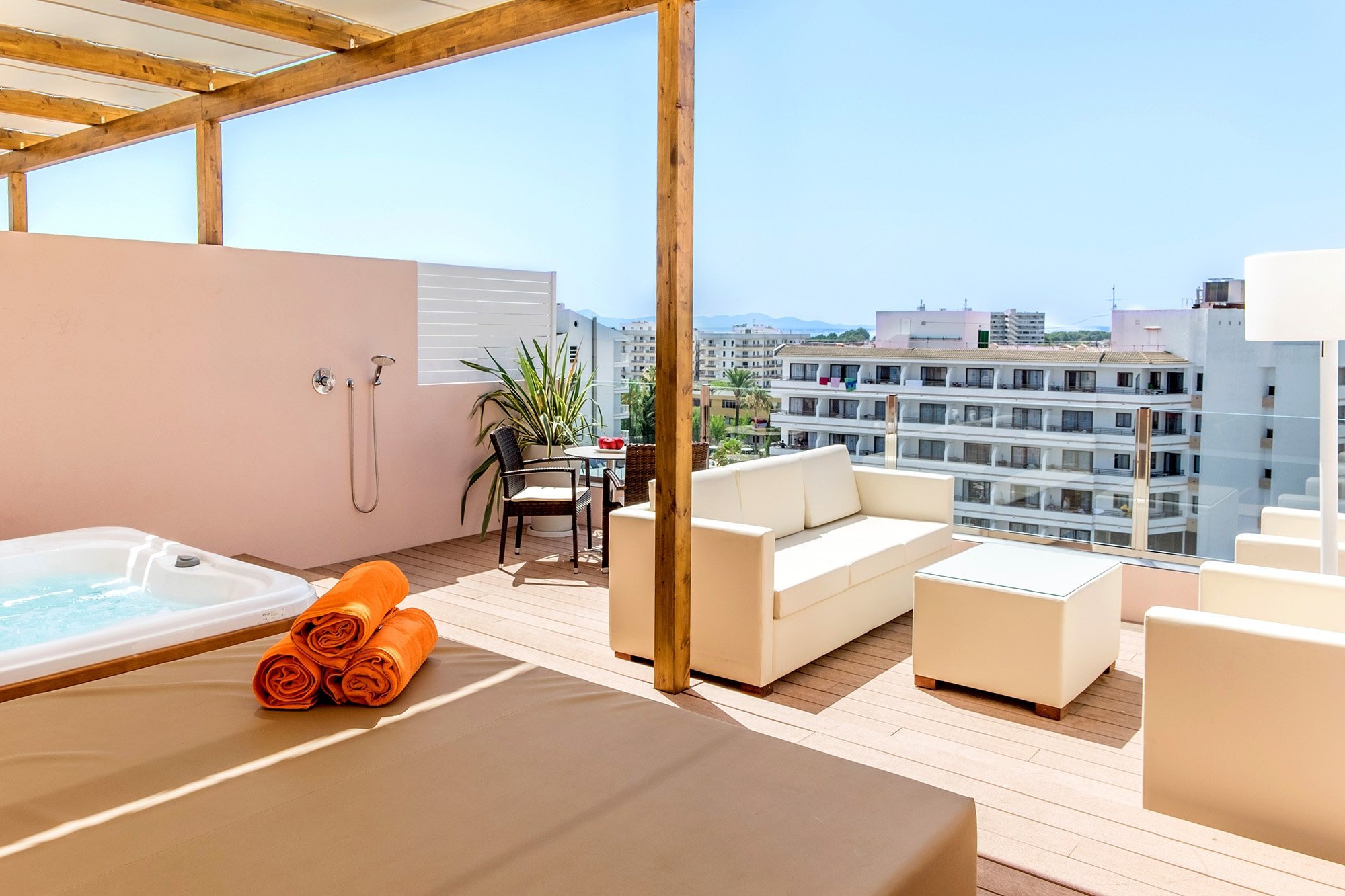 royal terrace apartment high floor viva sunrise4.jpg